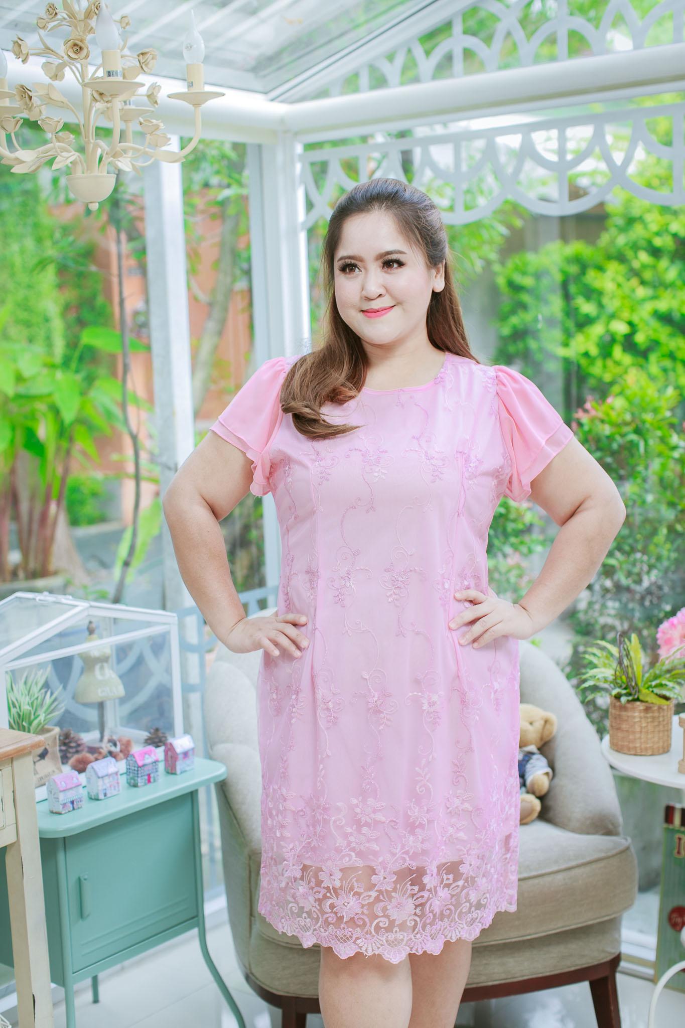 5 Size= XL,2XL,3XL,4XL,5XL ชุดเดรสสาวอวบ++ ผ้าชีฟองฉลุลายสีชมพู นำเข้าจากญี่ปุ่น แขนชีฟองระบาย 2 ชั้น