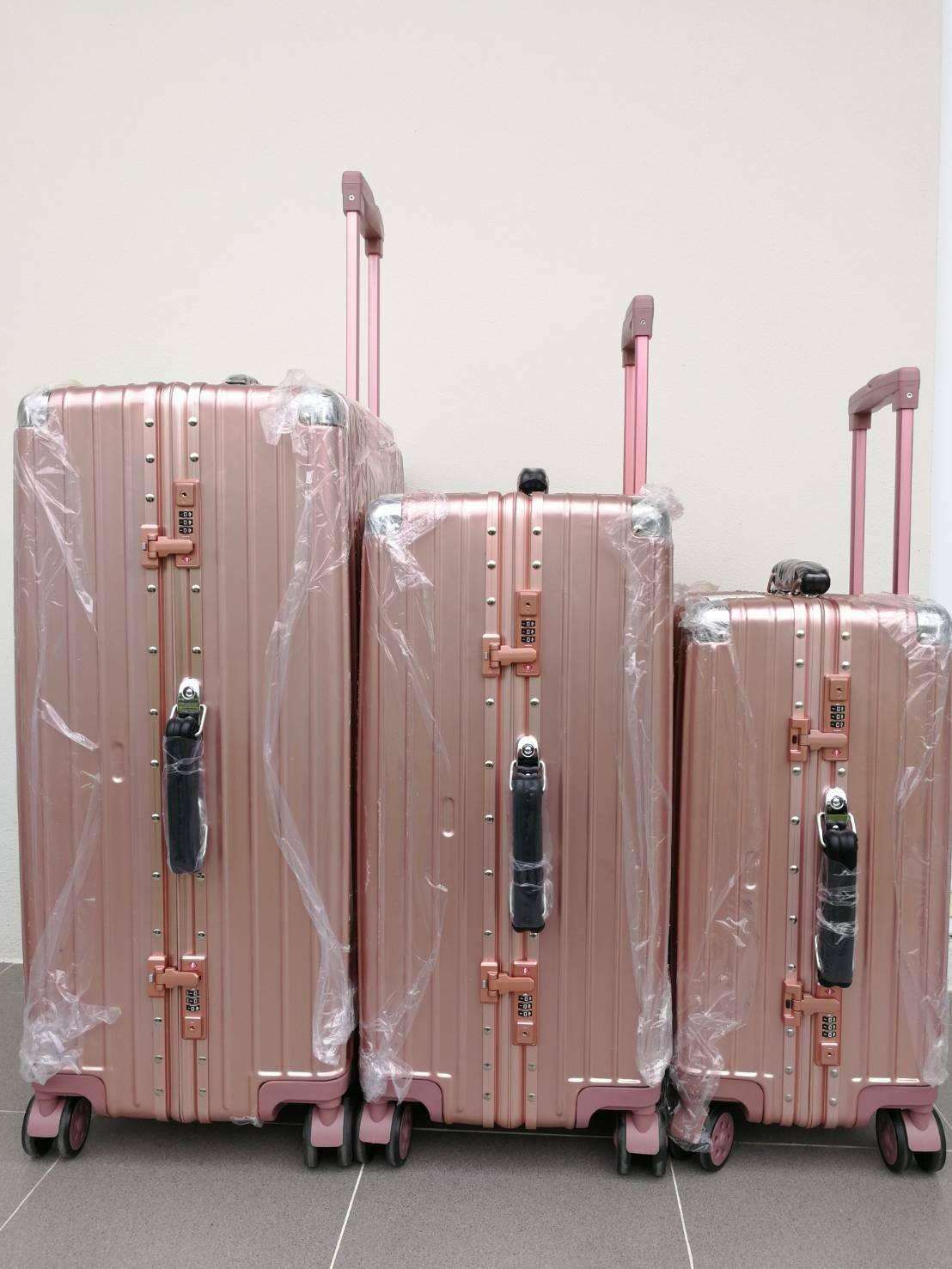กระเป๋าเดินทาง 20 นิ้ว ขอบมิเนีนม