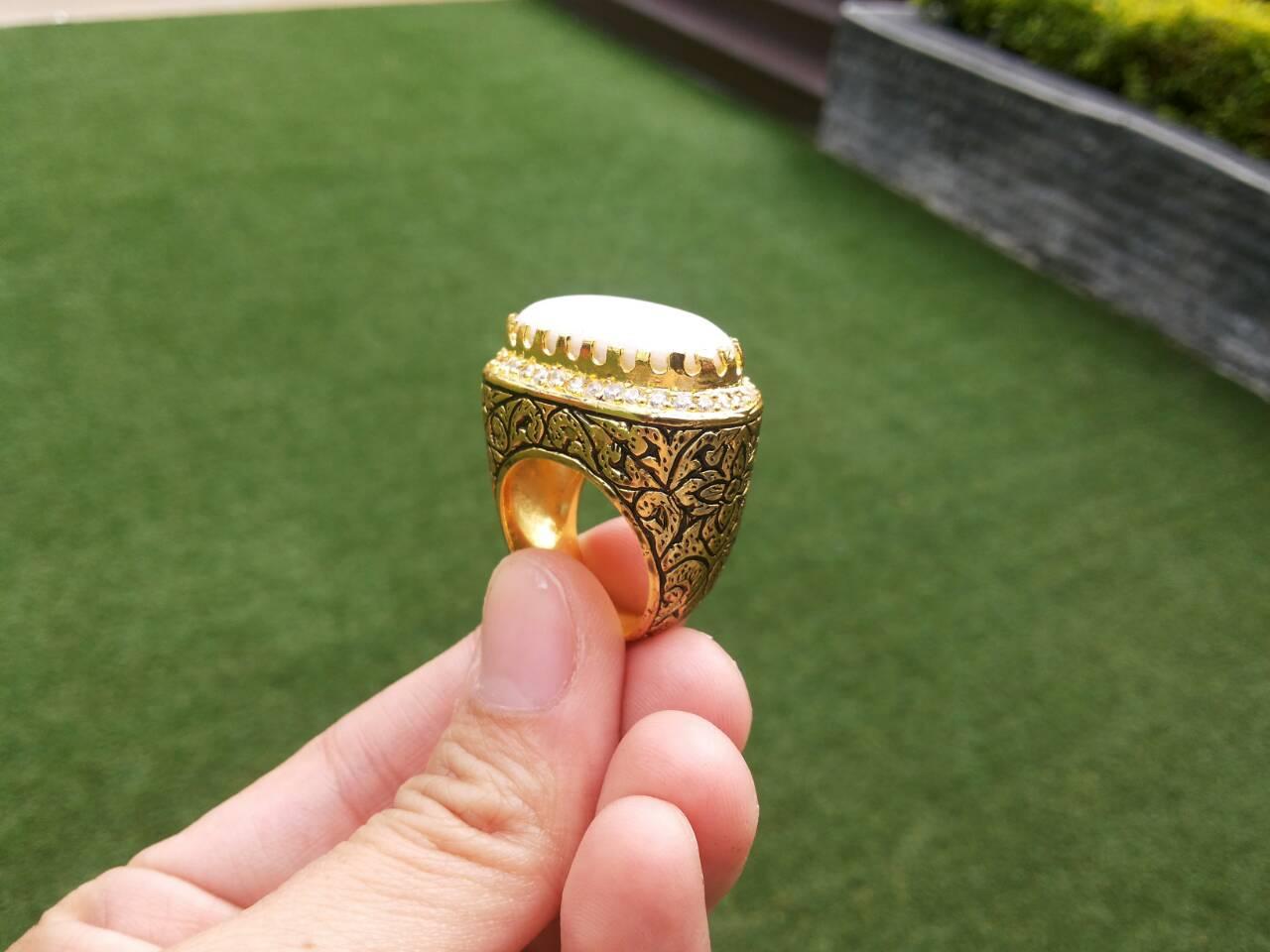 แหวนถมทอง ลายสุโขทัย หน้ามุกทรงรี