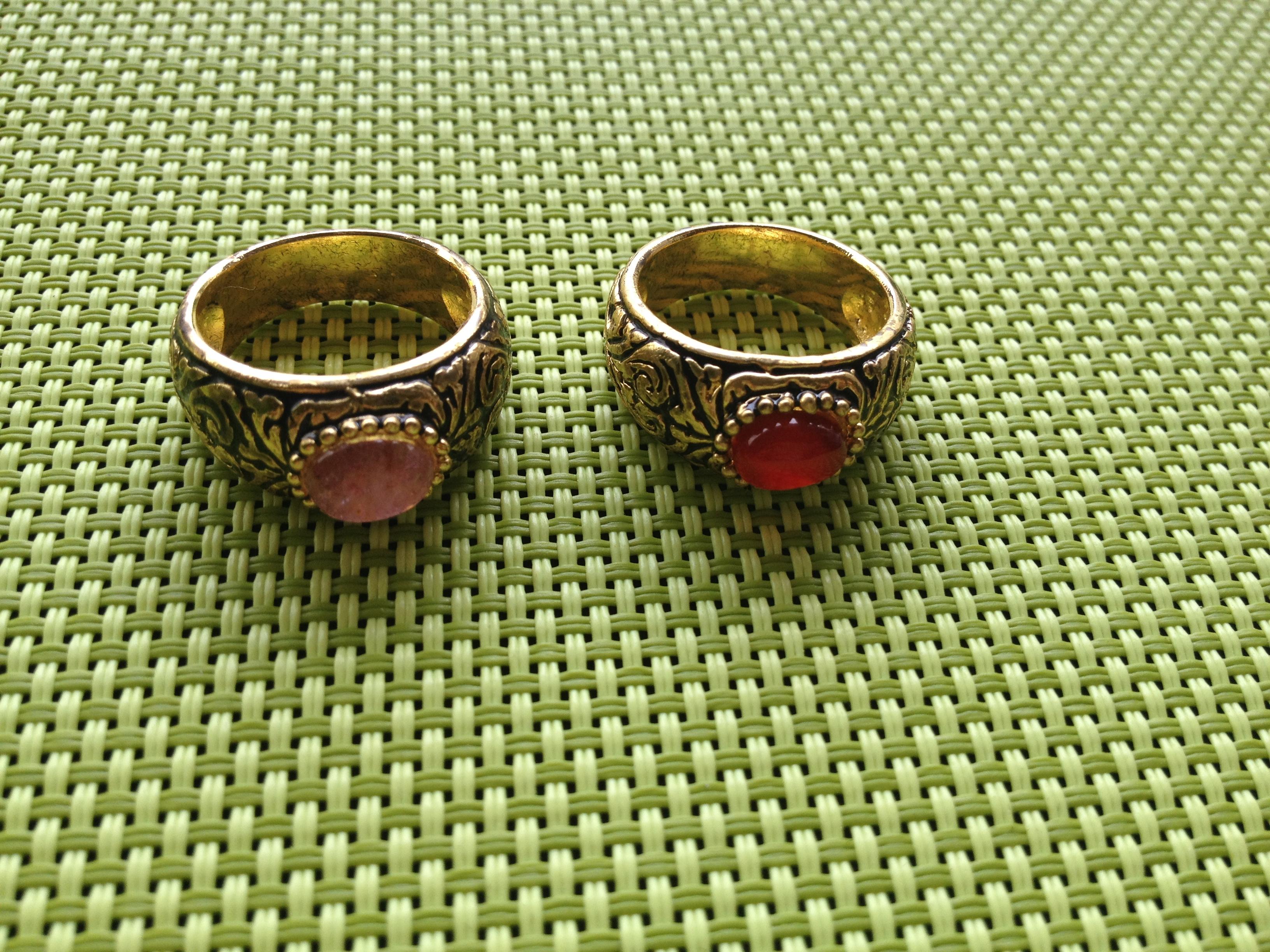 แหวนถมทอง ลายสุโขทัย ฝังพลอยหลังเบี้ย