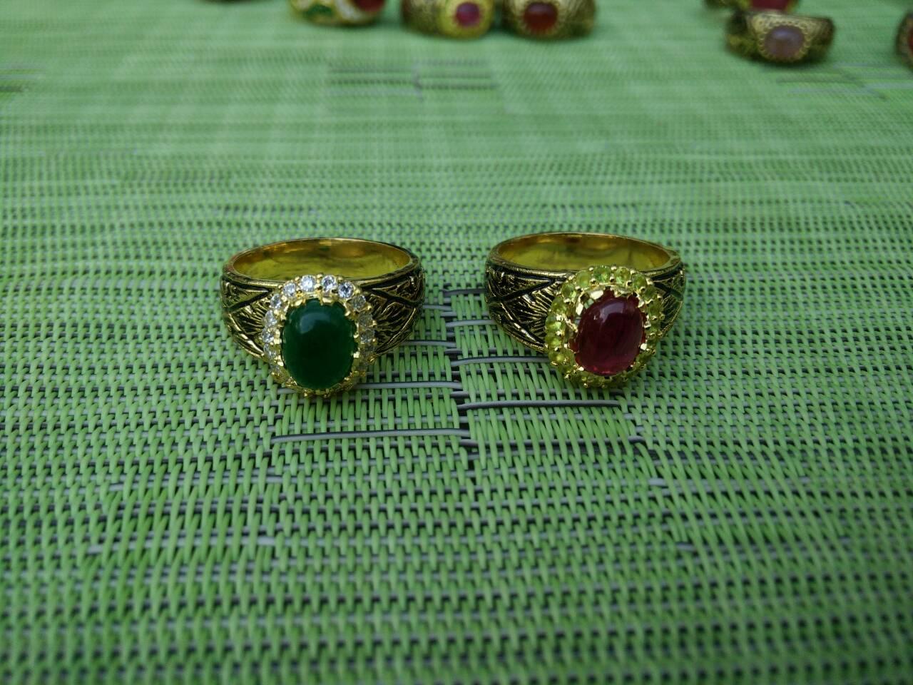 แหวนถมทอง ลายสุโขทัย ประดับพลอยล้อมเพชร