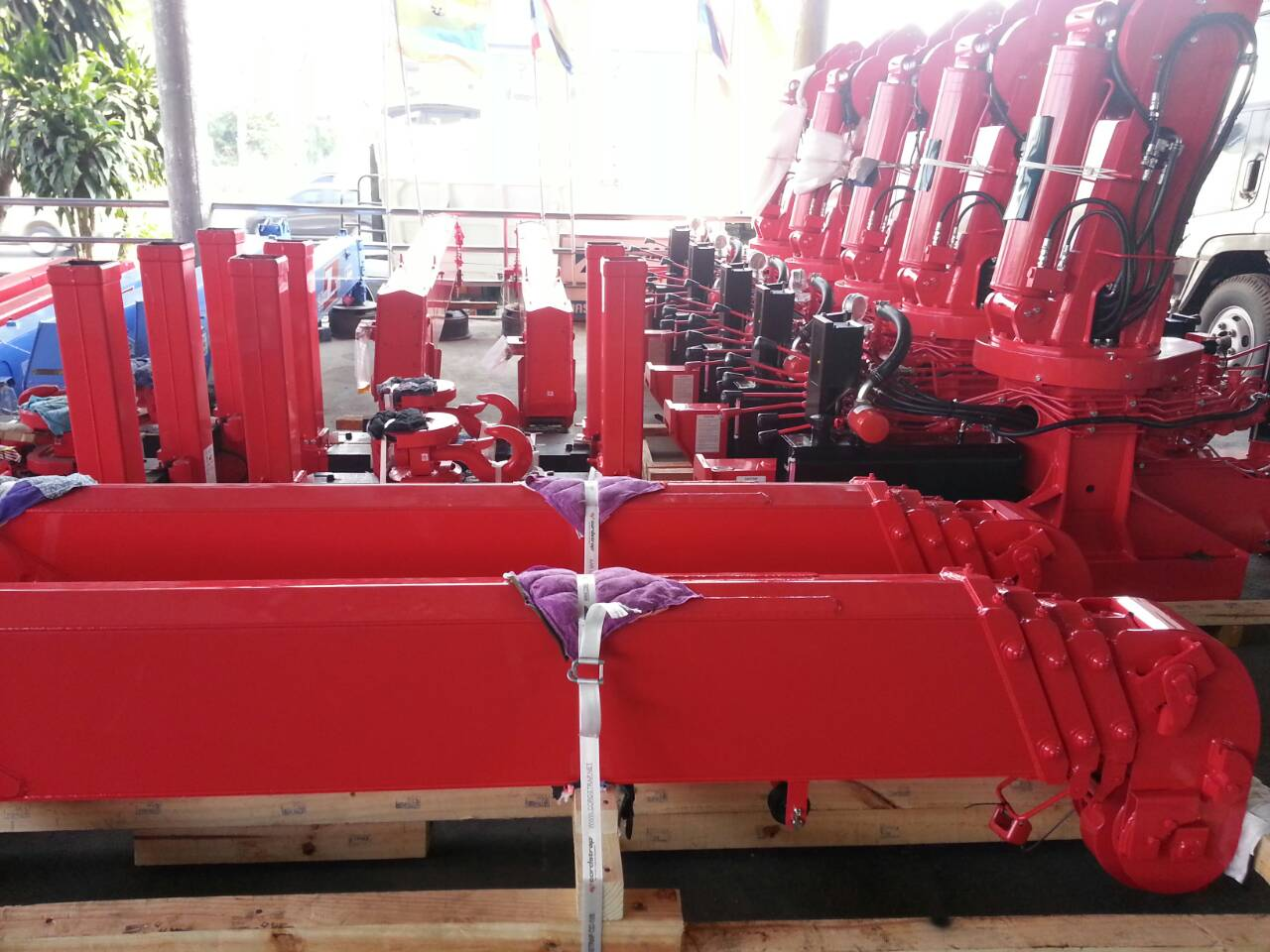 เครนสลิงญี่ปุ่นใหม่ UNIC รุ่น UR-V550K ขนาดความยาว 3ท่อน 4 ท่อน 5 ท่อน 6ท่อน (UR-V553K สูง10.2ม. - UR-V554K สูง12.7ม. - UR-V555K สูง15.1ม. - UR-V556K สูง17.3ม.) พร้อมส่งมอบและติดตั้งให้กับลูกค้าที่สั่งจองแล้วครับ ราคาจำหน่ายปลีกและส่ง พร้อมบริการติดตั้งรั