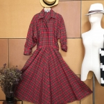 Vintage dress : เดรสเชิ๊ตลายสก๊อต แพทเทิร์นเข้ารูป แขนยาว มีกระเป๋าข้าง