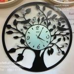 นาฬิกาแต่งบ้านติดผนัง รูปต้นไม้กลม มีนกดำและผีเสื้อขาว