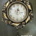 นาฬิกาติดผนังสวยหรู ดีไซน์ริบบิ้นดอกไม้สีทอง DH061-KY