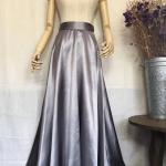 vintage skirt : ออริจินอลวินเทจ กระโปรงผ้าซาตินสีเทา มาพร้อมเข็มขัดเข้าชุด เนื้อผ้ามีความมันและเงา สวยหรูมากค่ะ