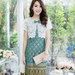 ชุดเดรสเสื้อกั๊กผ้าลูกไม้สีขาวแต่งโบว์ ตัวชุดเป็นผ้าไทย