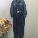 Vintage jumpsuit : จั๊มสูทยีนส์วินเทจ สีเข้ม made in Usa. แพตเทิร์นเอวจั๊ม มีกระเป๋าข้าง พร้อมเข็มขัดเข้าชุด ผ้ายีนส์เนื้อไม่หน
