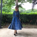 vintage dress : เดรสยีนส์ผ้าฟอก แขนสี่ส่วน ตอกตาไก่ช่วงอก แพทเทิร์นเอวจั๊ม แต่งกระดุมหน้า ผ้ายีนส์เนื้อนิ่ม ไม่หนา มีกระเป๋าข้าง