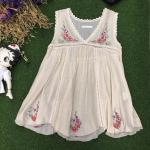 vintage Top : เสื้อวินเทจแขนกุด สีครีม ปักลาย แต่งด้วยผ้าลูกไม้ ผ้าฝ้ายเนื้อบางเบา ใส่สบาย