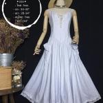 vintage dress : เดรสยาวลายทางขาว/ฟ้า สม๊อคหลัง ชายกระโปรงแต่งระบายด้วยผ้าลูกไม้ ผ้าคอตตอนเนื้อดีไม่บาง น่ารักสุดๆ :