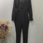 Vintage jumpsuit : จั๊มสูทวินเทจสีดำ งาน us. ช่วงบนตรงลายเป็นเนื้อผ้ากำมะหยี่นะคะผสมกริตเตอร์หลายสี แพทเทิร์นเข้ารูป เนื้อผ้าเรยอนผสม