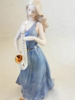 ตุ๊กตาวินเทจสวยๆ รูปหญิงสาวเป่าแซก ของขวัญวันขึ้นบ้านใหม่สุดคลาสสิค