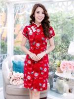 ชุดเดรสผ้าดัชเช่เนื้อดีมาก หนานุ่ม พื้นสีแดง ลวดลายสวยงามทันสมัย แต่งคอจีน ติดโบว์ ชุดเข้ารูปทรงสวยงาม