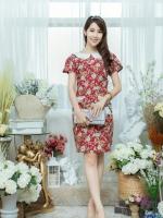 XL775 ชุดเดรสผ้า Canvas พื้นแดงลายดอก แต่งปก กระเป๋า ติดโบว์ ผ้าสีขาว เพิ่มความน่ารักให้กับชุด