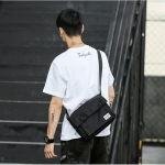 NY06 กระเป๋าสะพายข้างขนาดเล็ก ผ้า oxford ชนิดหนา สีดำ